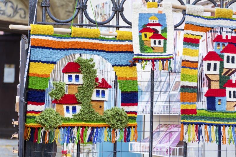 Traditionele Bulgaarse deken met strepen en heldere kleuren stock afbeeldingen