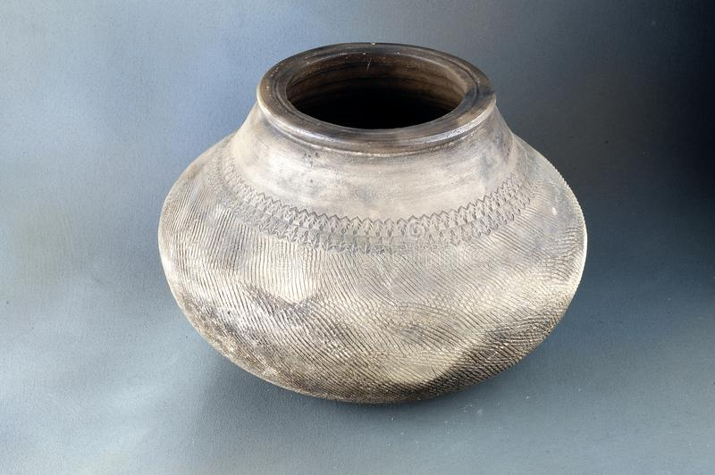 Traditionele ceramische pot royalty-vrije stock afbeelding