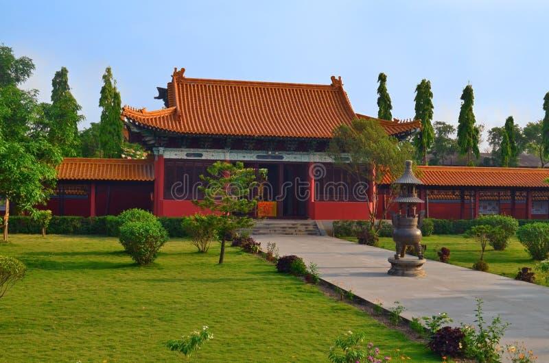 Traditionele Chinese Boeddhistische tempel in Lumbini, Nepal - geboorteplaats van Boedha stock fotografie