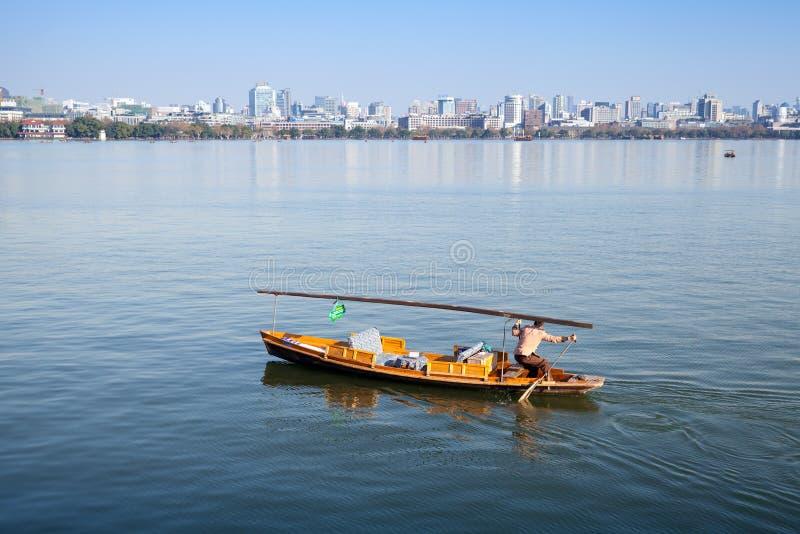 Traditionele Chinese houten recreatieboot stock fotografie