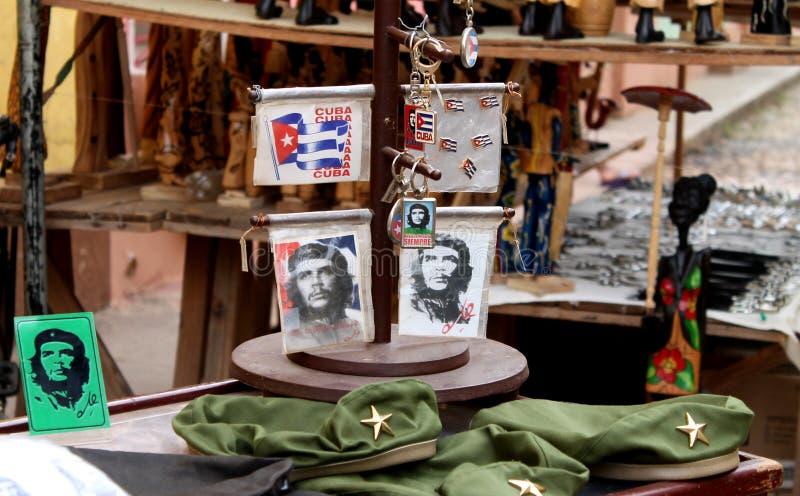 Traditionele Cubaanse herinneringen met Che Guevara stock foto