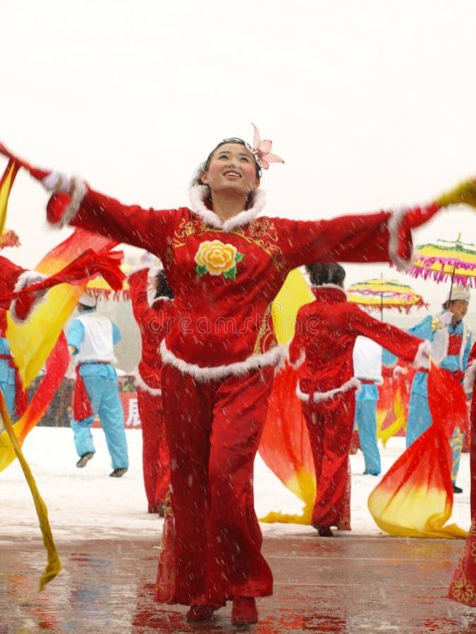 Traditionele dans Yangge in de sneeuw royalty-vrije stock afbeelding