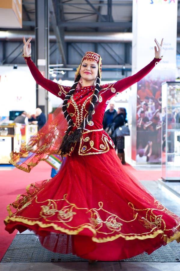 Traditionele danser Azerbaijian stock afbeeldingen