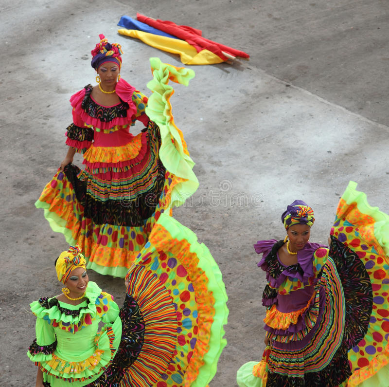 Traditionele dansers in Cartagena, Colombia royalty-vrije stock afbeeldingen