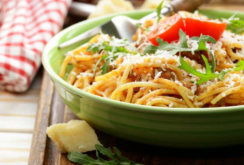 Traditionele deegwaren met tomatensausspaghetti bolognese stock afbeelding
