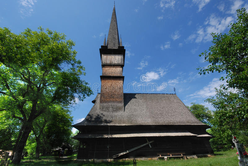 Traditionele houten kerk in Maramures, Roemenië stock foto