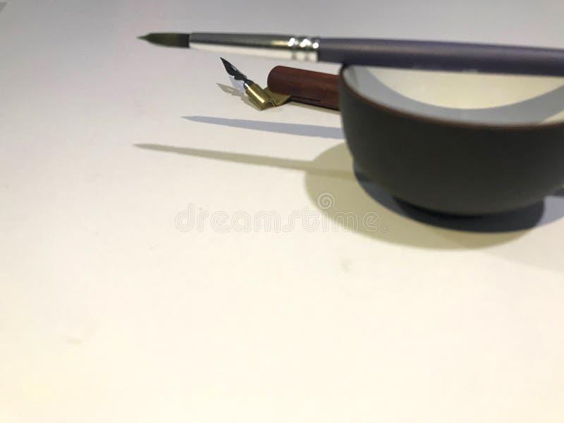 Traditionele die Kalligrafiebonen met Pen Holder worden geplaatst royalty-vrije stock fotografie