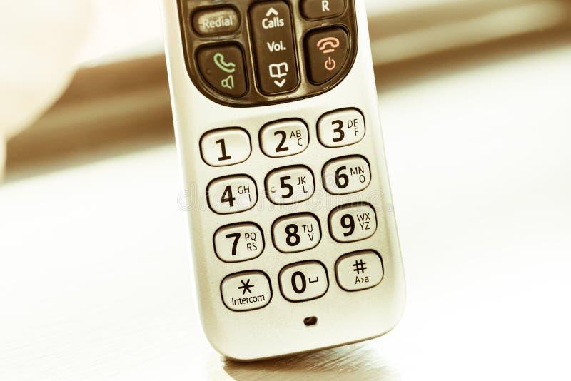 Traditionele die landline telefoon op houten bureauachtergrond wordt geïsoleerd royalty-vrije stock foto's