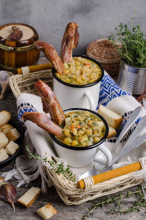 Traditionele dikke soep met erwten royalty-vrije stock foto's