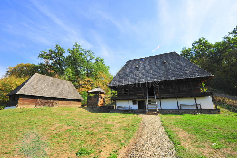 Traditionele dorpshuis en schuur royalty-vrije stock foto