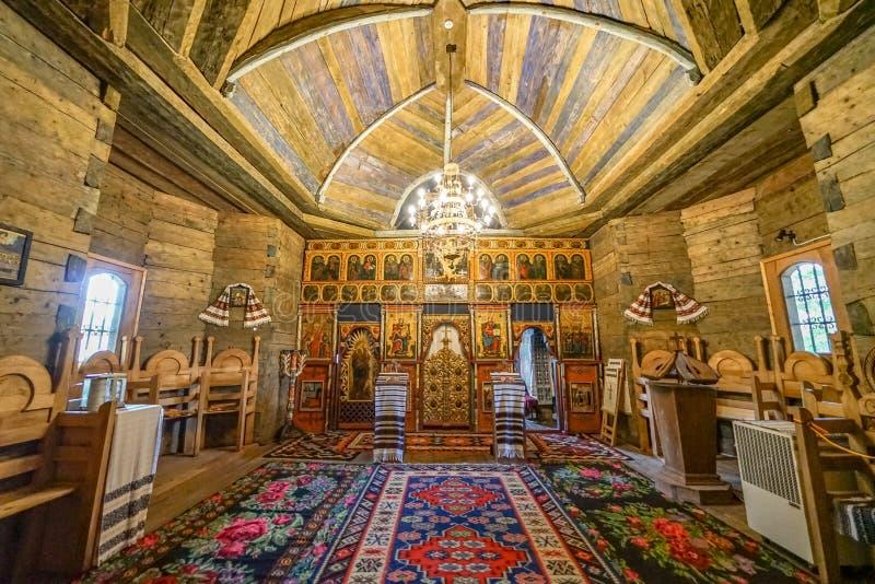 Traditionele dorpskapel in Targu Neamt stock foto's