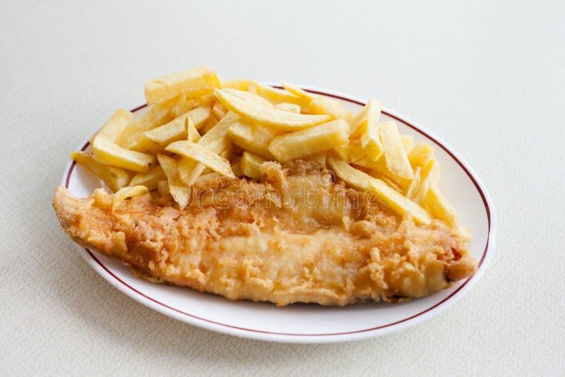 Traditionele Engelse vis met patat royalty-vrije stock afbeelding