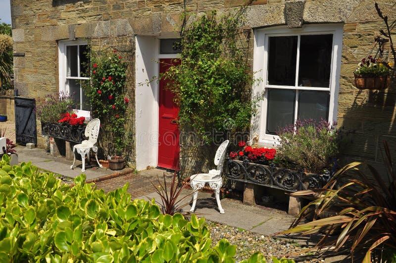 Traditionele Engelse voortuin Cornwall, Engeland, het UK royalty-vrije stock foto