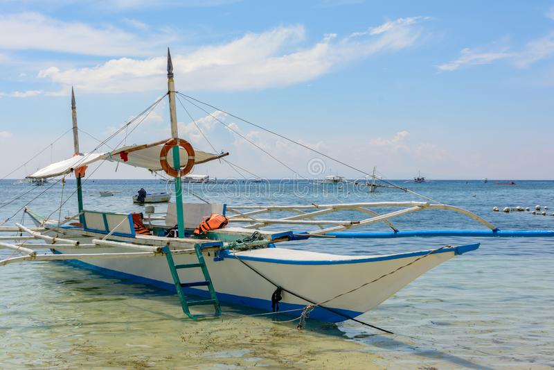Traditionele Filippijnse boot in het overzees royalty-vrije stock afbeeldingen