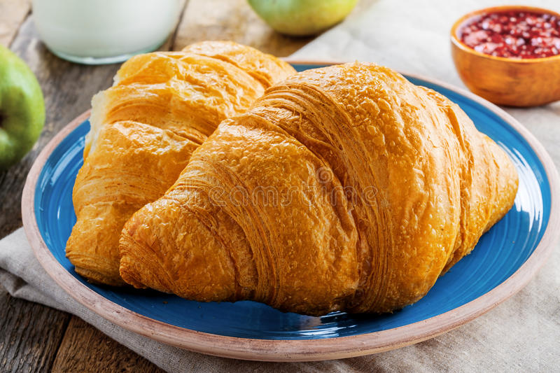 Traditionele Franse croissants stock foto