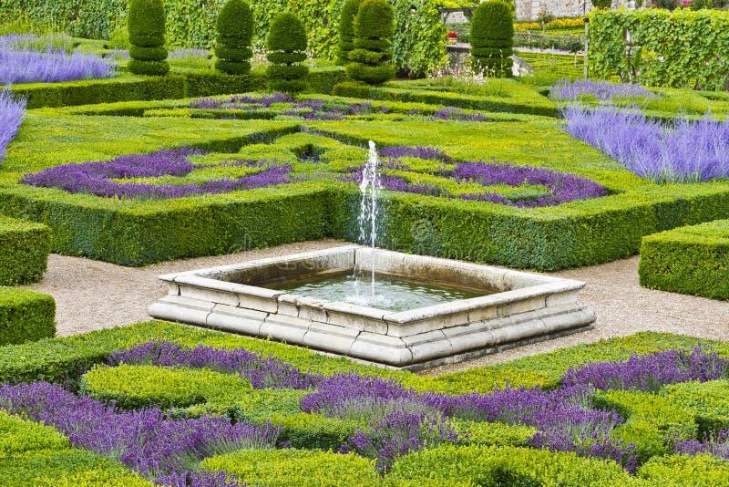 Traditionele franse tuin siertuin stock afbeeldingen for Franse tuin