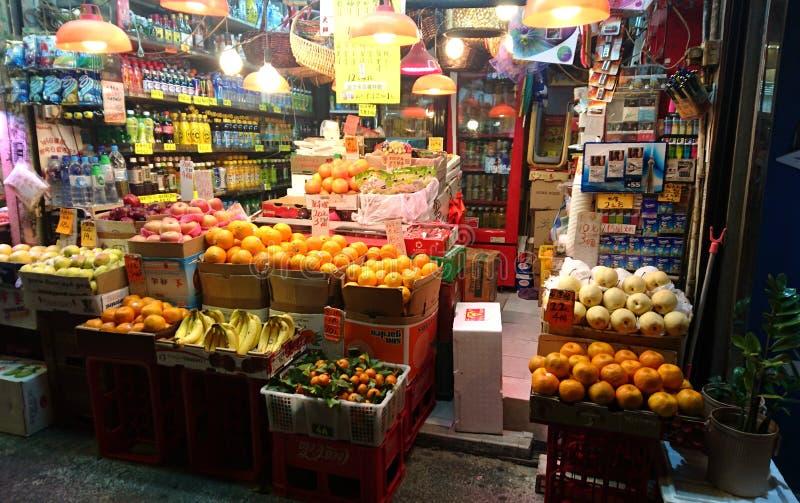Traditionele Fruit en Snackopslag in Hong Kong stock foto