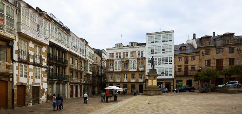 Traditionele Galicische architectuur bij stadsvierkant van Viveiro royalty-vrije stock fotografie