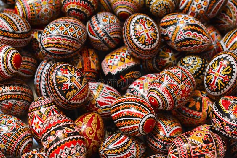 Traditionele geschilderde eieren voor de orthodoxe Pasen in Roemenië royalty-vrije stock foto's