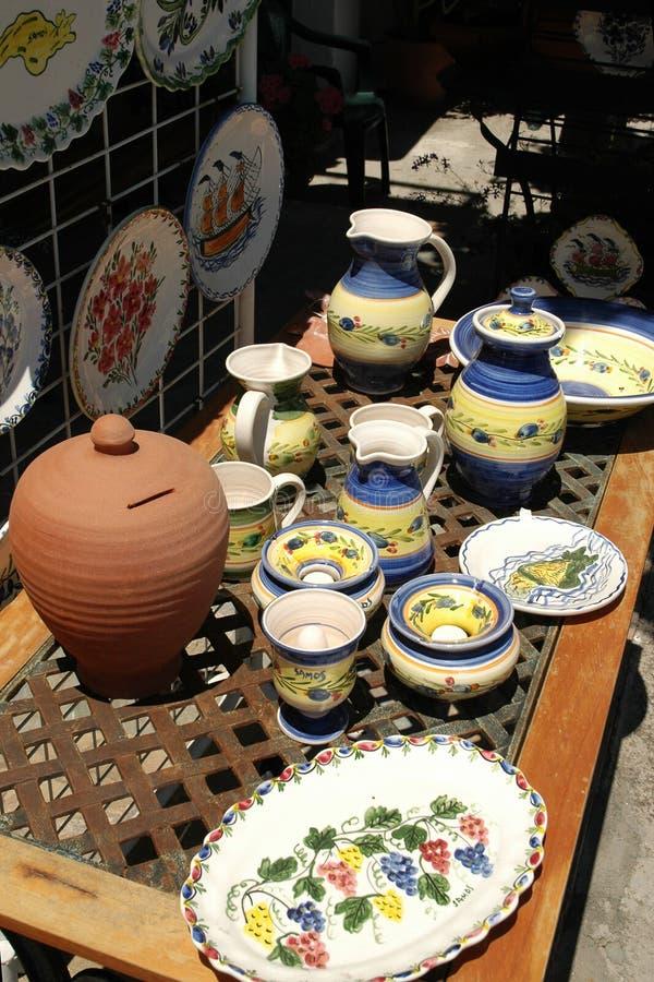 Traditionele Griekse geschilderde ceramische schotels royalty-vrije stock foto's