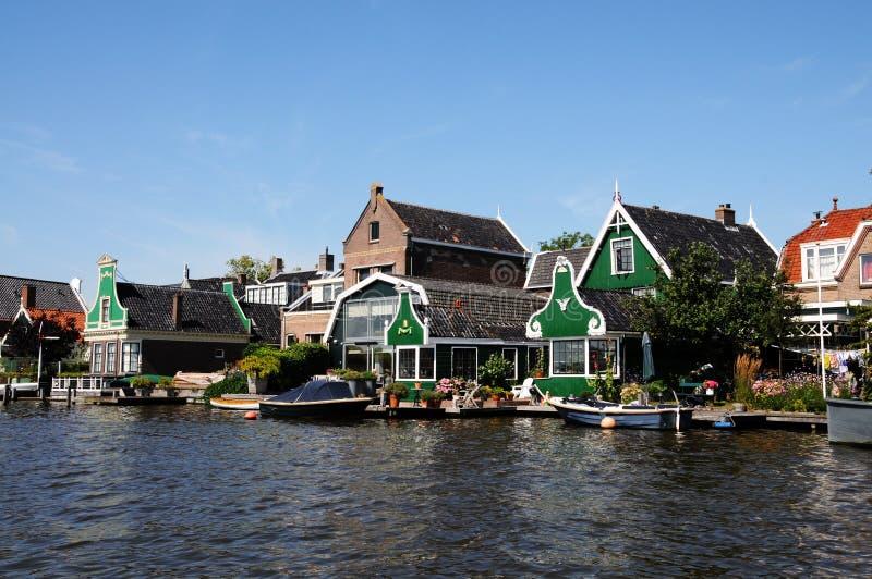Traditionele groene huizen in Zaanse Schans Nederland royalty-vrije stock fotografie