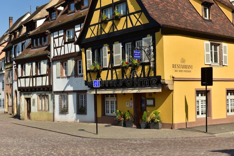 Traditionele helft-betimmerde huizen in de oude stad Colmar, Bovenrijn, de Elzas, Frankrijk royalty-vrije stock foto