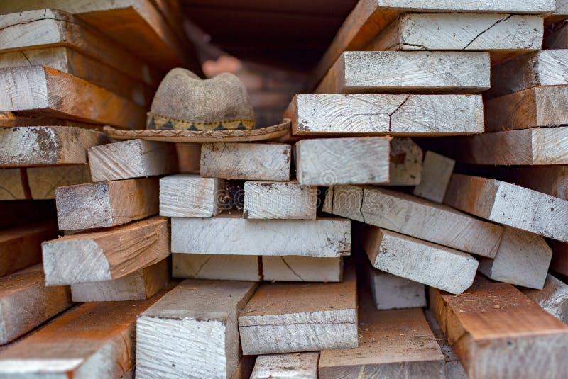 Traditionele hoed over houten planken royalty-vrije stock fotografie