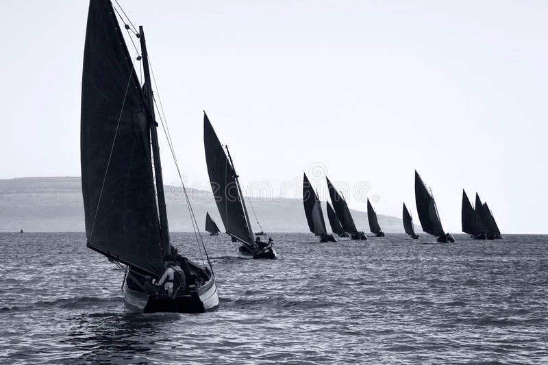 Traditionele houten boten met gelezen zeil royalty-vrije stock foto