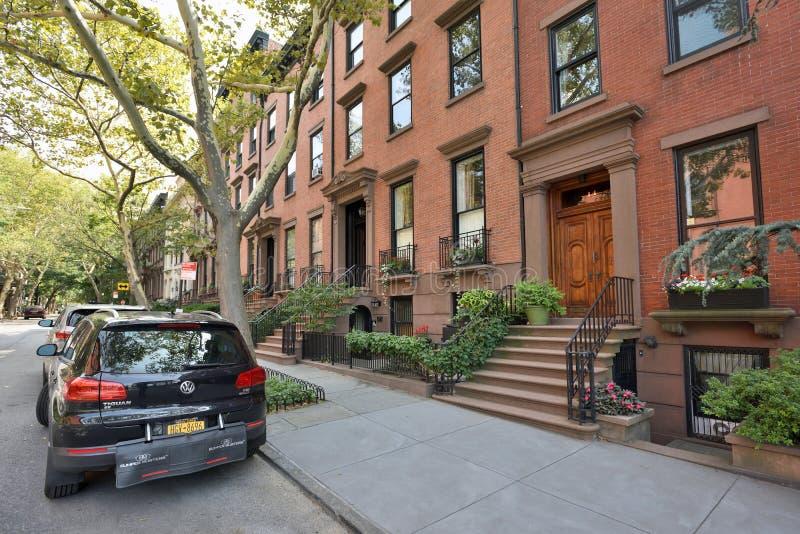 Traditionele huizen in de Hoogten van Brooklyn stock afbeelding