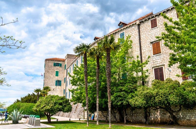 Traditionele huizen in de oude stad van Sibenik in Kroatië stock fotografie