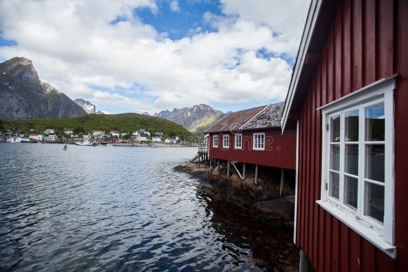 Traditionele huizen in Lofoten, Noorwegen royalty-vrije stock afbeeldingen