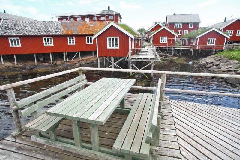 Traditionele huizen in Lofoten, Noorwegen stock afbeelding
