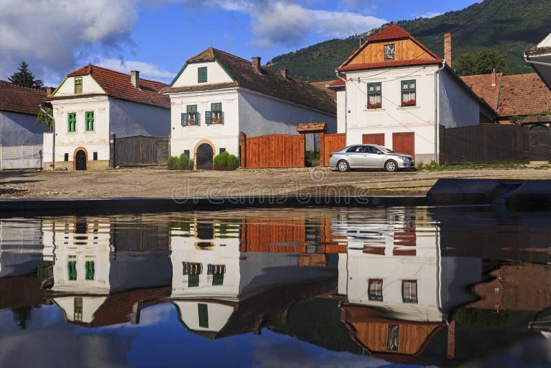 Traditionele huizen in Rimetea-dorp stock foto