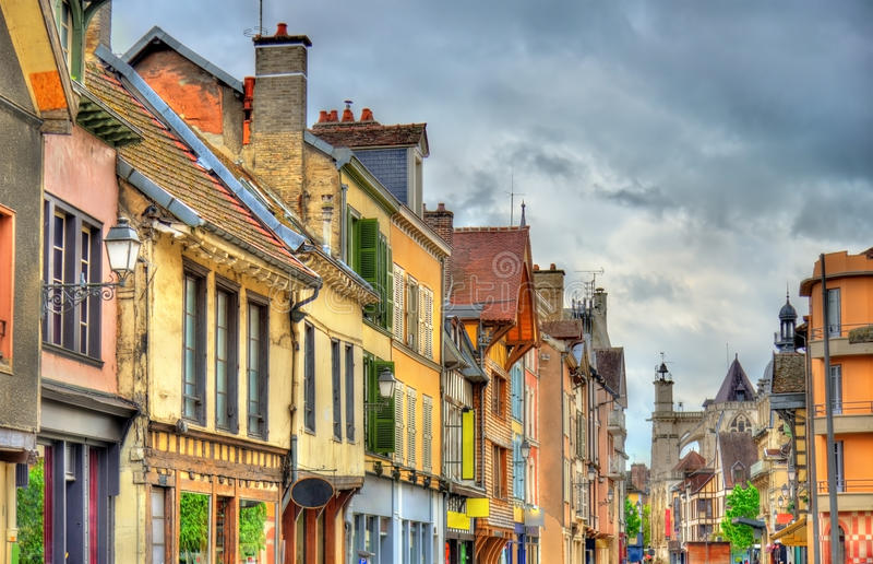 Traditionele huizen in Troyes, Frankrijk stock foto