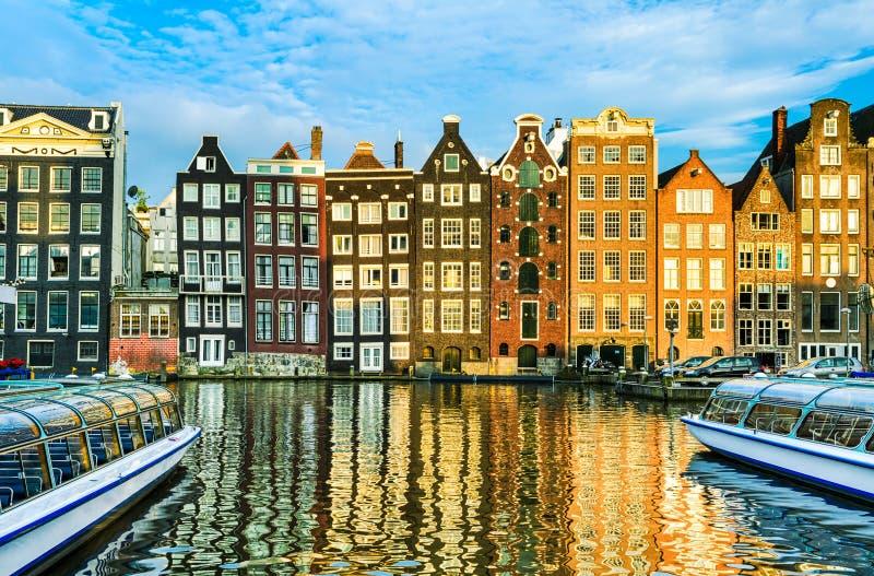 Traditionele huizen van Amsterdam, Nederland stock foto