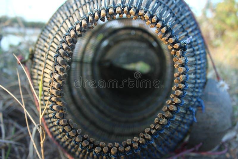 Traditionele hulpmiddelen om garnalen in Indonesië te vangen stock afbeeldingen