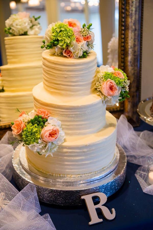 Traditionele Huwelijkscake bij Ontvangst royalty-vrije stock foto
