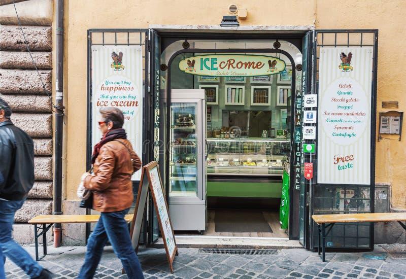 Traditionele Italiaanse gelateria van de roomijswinkel royalty-vrije stock foto