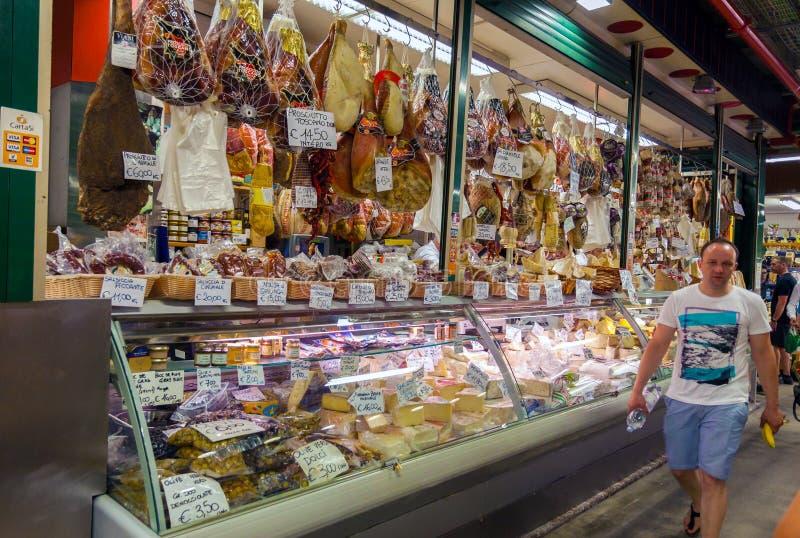 Traditionele Italiaanse voedselmarkt stock foto's
