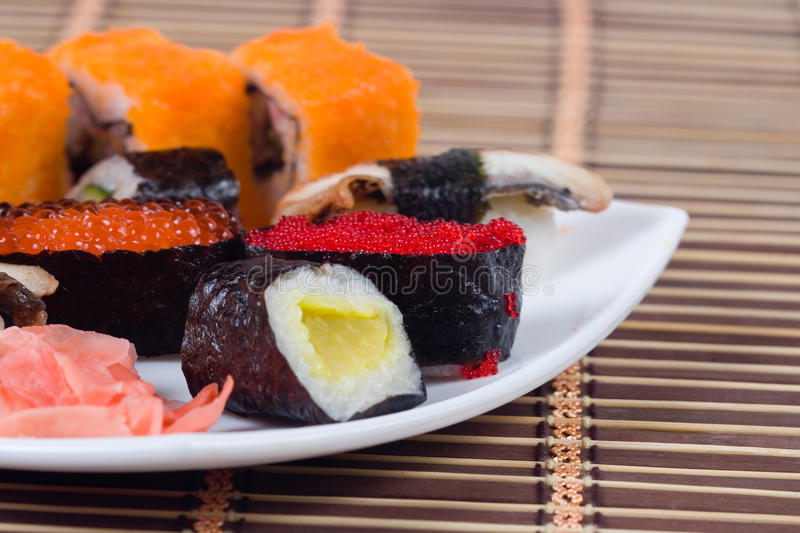 Traditionele Japanse sushi en broodjes royalty-vrije stock foto