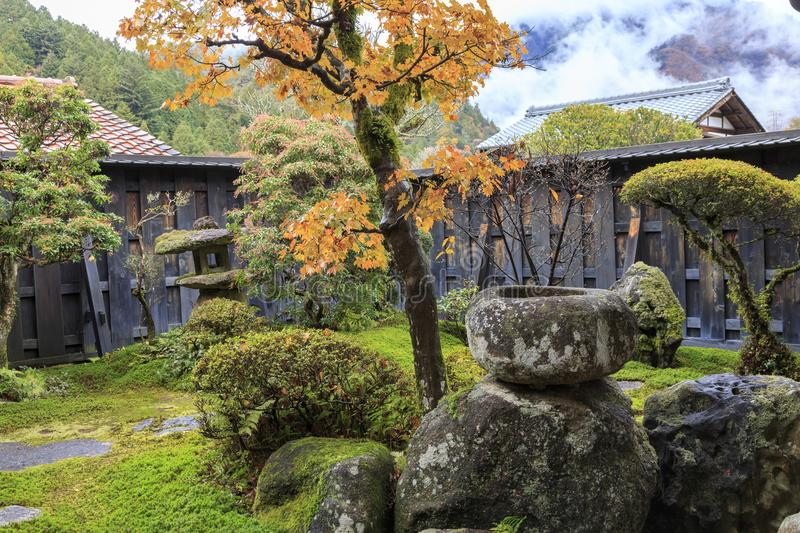 Traditionele Japanse tuin in Tsumago-stad stock afbeelding