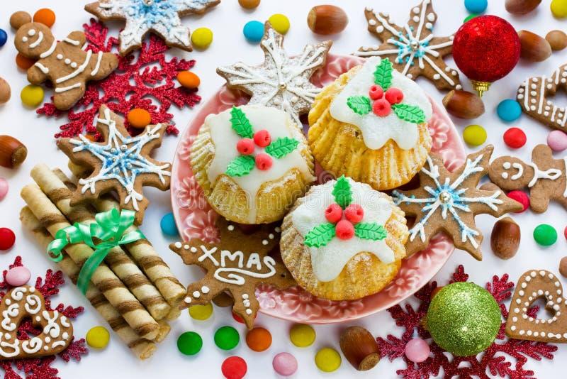 Traditionele Kerstmissnoepjes en traktaties stock afbeeldingen