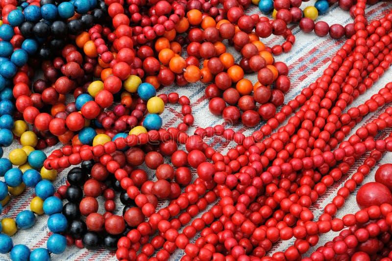 Traditionele kleurrijke Oekraïense houten parels stock afbeelding