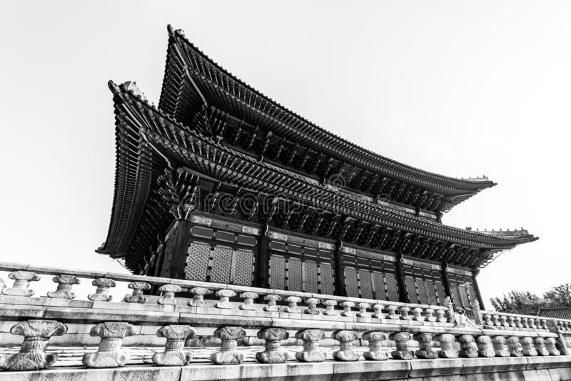 Traditionele Koreaanse architectuur Gyeongbokgungpaleis, Seoel, Zuid-Korea royalty-vrije stock foto's