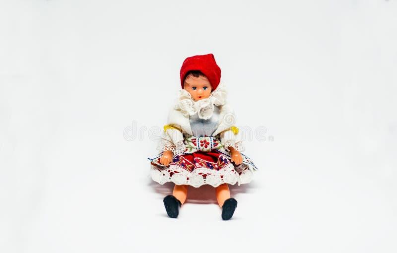 Traditionele Kostuumdoll Zitting op witte achtergrond royalty-vrije stock foto's