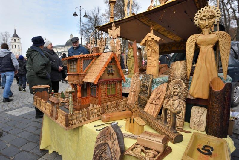 Traditionele Litouwse houten beeldhouwwerken stock fotografie