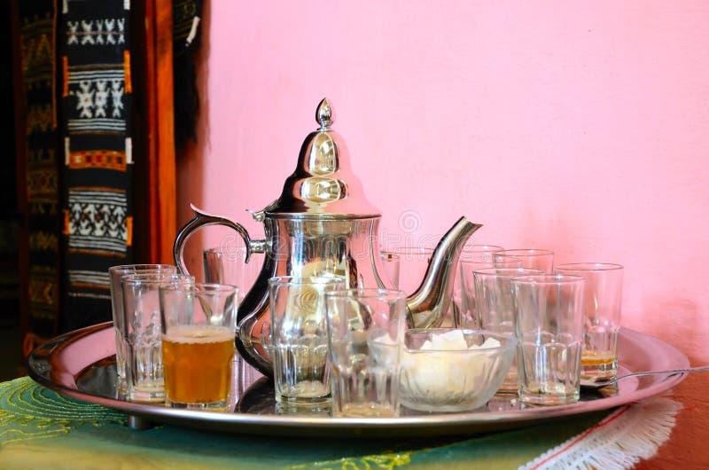 Traditionele Marokkaanse groene thee stock foto's