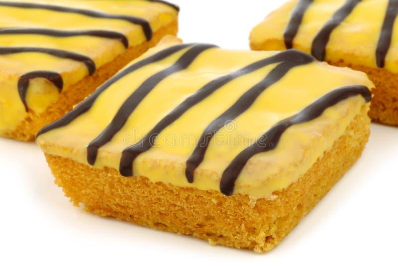 Traditionele Nederlandse Pasen cake met gele verglazing royalty-vrije stock foto's