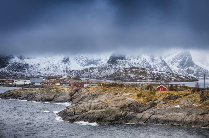 Traditionele Noorse Visserijhut Genoemd Hamnoy in Noorwegen stock afbeeldingen