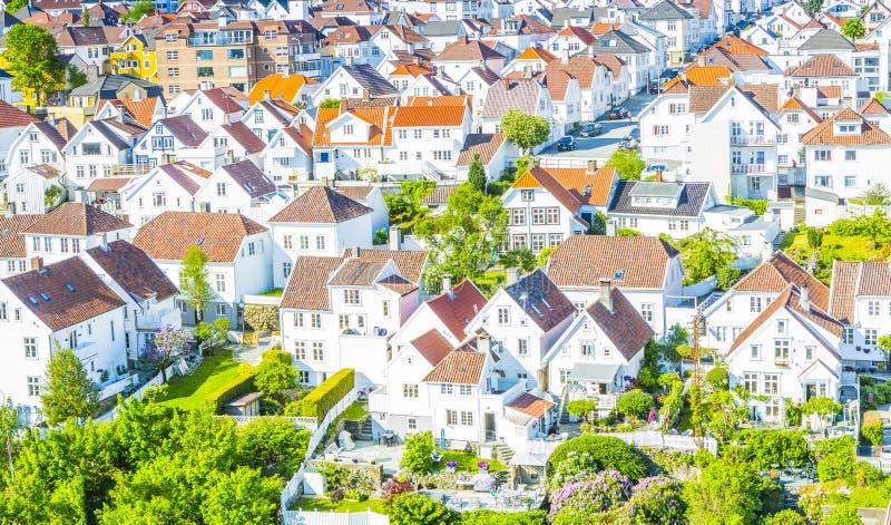 Traditionele Noorse witte huizen in Stavanger Noorwegen royalty-vrije stock foto